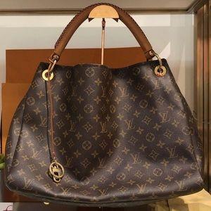✨ SOLD ✨ Louis Vuitton Artsy MM